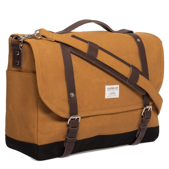 Sandqvist Izzy messenger waxed khaki side2 @ Men's Bag Society